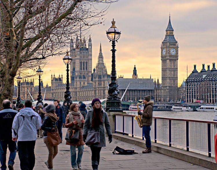 2015 жылдан бастап британдықтар өздерінің зейнетақы шоттарынан 30 млрд фунт стерлингті шешіп алды
