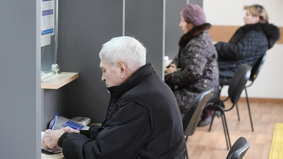 Russians may completely be deprived of the funded part of their pension