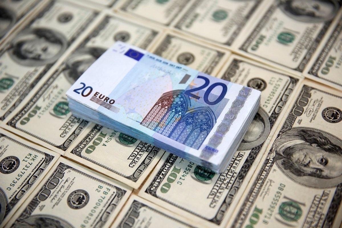 Минфин РФ рекомендовал страховщикам сократить платежи в долларах и евро