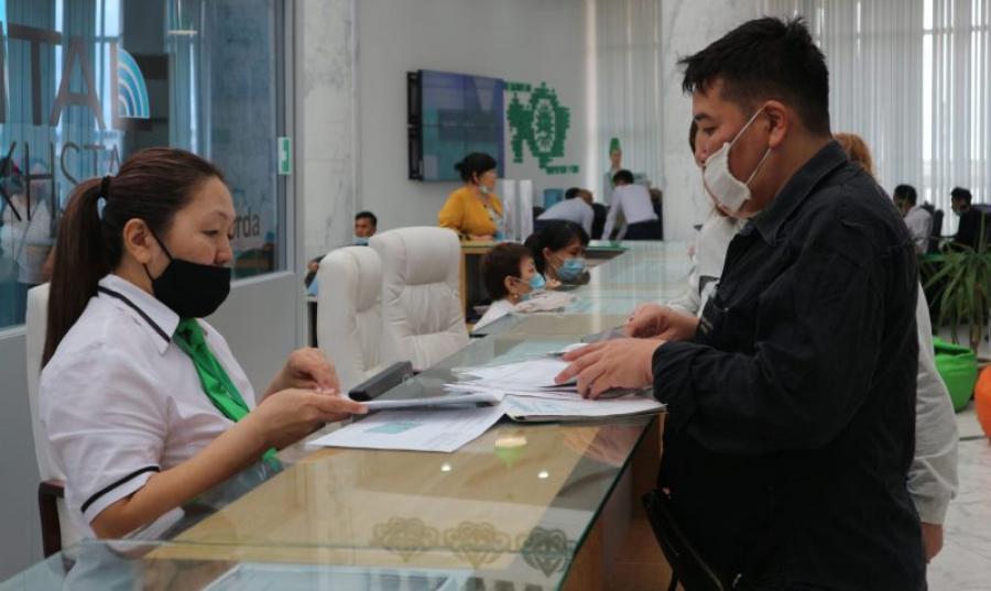 Среднемесячная заработная плата казахстанцев за год выросла на 14,3%