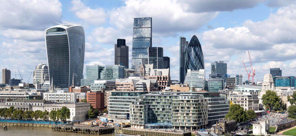 Fitch Ratings Лондон сақтандыру нарығы бойынша болжамды COVID-19 өршуіне байланысты жағымсыз болжамға өзгертті
